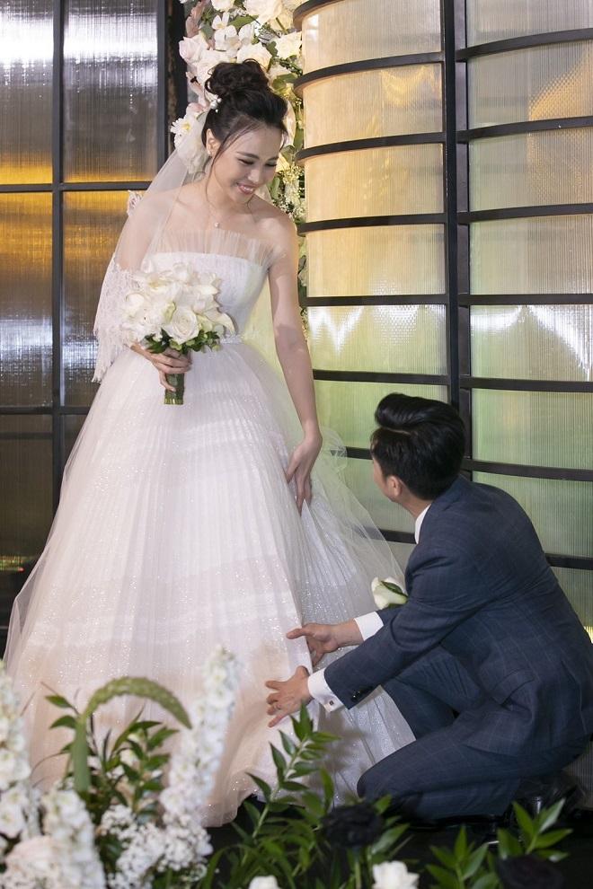Cường Đô La xúc động không kìm được nước mắt bên Đàm Thu Trang trong lễ thành hôn - Ảnh 5