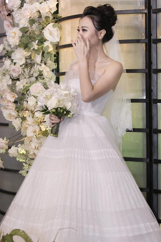 Cường Đô La xúc động không kìm được nước mắt bên Đàm Thu Trang trong lễ thành hôn - Ảnh 6