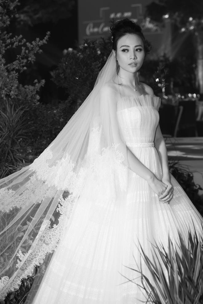 Cường Đô La xúc động không kìm được nước mắt bên Đàm Thu Trang trong lễ thành hôn - Ảnh 7