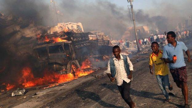 Đánh bom xe gần đồn cảnh sát tại Pakistan, ít nhất 32 người thương vong - Ảnh 1