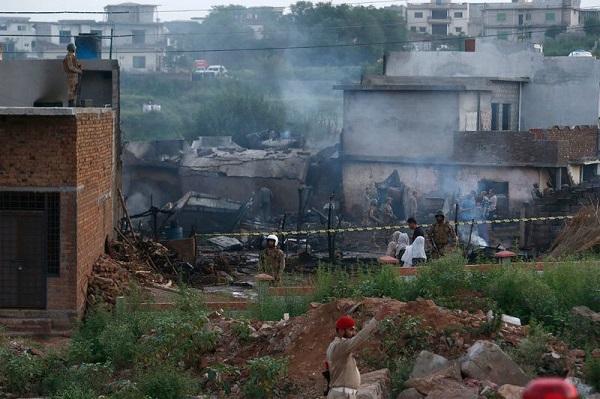 Đánh bom xe gần đồn cảnh sát tại Pakistan, ít nhất 32 người thương vong - Ảnh 2