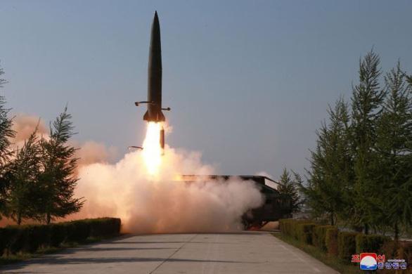 Hàn Quốc: Triều Tiên phóng loại tên lửa chưa từng thấy trước đây  - Ảnh 1