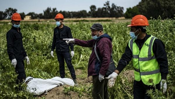 Kinh hoàng phát hiện hố chôn tập thể tại Syria với 200 xác người bị bắn vào đầu  - Ảnh 2