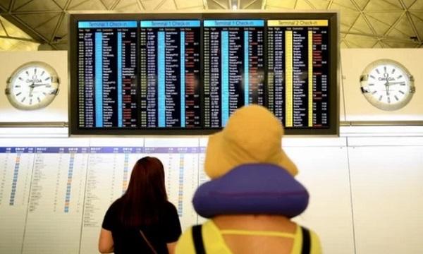 Biểu tình tại sân bay quốc tế Hong Kong: Hành khách vật vờ, mệt mỏi do hơn 300 chuyến bay bị hủy  - Ảnh 4