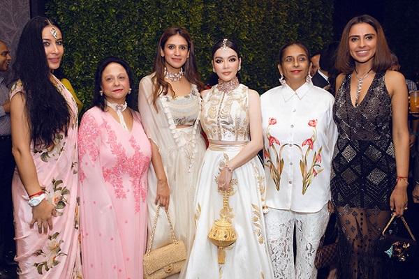 Lý Nhã Kỳ diện váy dát vàng, đeo trang sức triệu USD dự sinh nhật của tỷ phú Ấn Độ - Ảnh 5