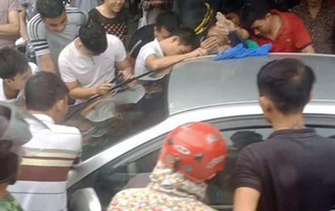 Tin tức thời sự mới nóng nhất ngày 17/8: Giải cứu bé trai bị bố bỏ quên trên ô tô - Ảnh 1