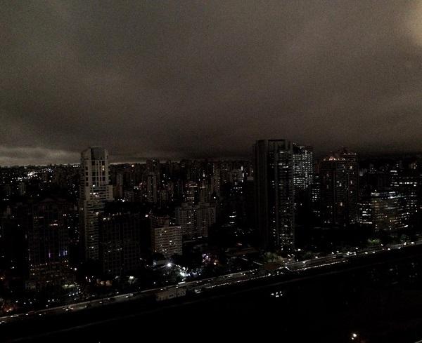 Cháy rừng ở Amazon đạt mức kỷ lục: Khói đen nhấn chìm cả thành phố như ngày tận thế - Ảnh 3