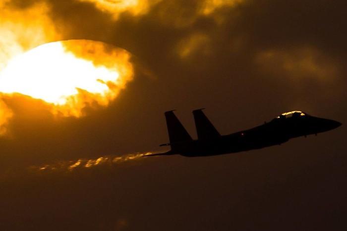 Chiến sự tại Syria: Israel ồ ạt không kích, thủ đô Damascus rung chuyển vì nổ lớn - Ảnh 1