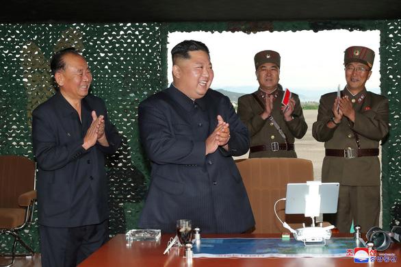 Triều Tiên xác nhận thử nghiệm thành công hệ thống tên lửa đa nòng siêu lớn - Ảnh 2