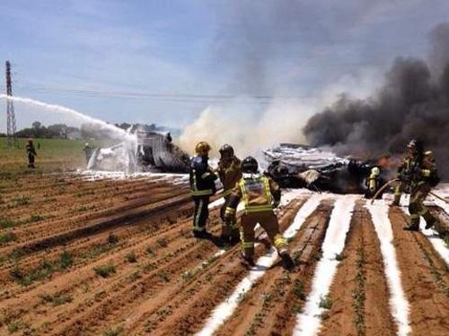 Tin tức thế giới mới nóng ngày 26/8: Trực thăng lao vào máy bay, 7 người thiệt mạng - Ảnh 1