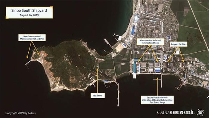 Hình ảnh vệ tinh hé lộ việc Triều Tiên đang đóng tàu ngầm phóng tên lửa đạn đạo? - Ảnh 1