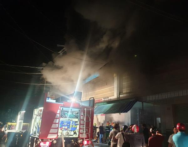 Cà Mau: Cháy chợ đầu mối, hàng trăm người dân tháo chạy trong đêm - Ảnh 4
