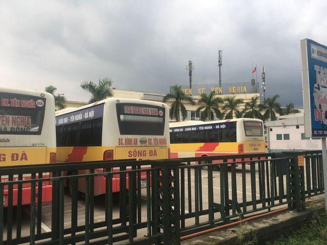 Vụ 3 cô gái nghi bị hành hung ở bến xe Yên Nghĩa: Tài xế bị đình chỉ 30 ngày - Ảnh 2