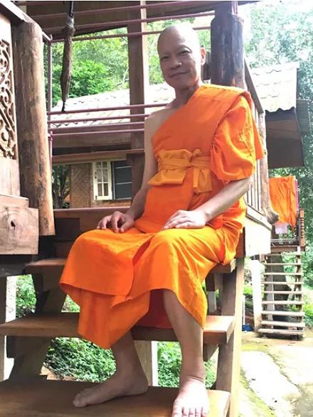 Sao nam trong phim 'Anh hùng xạ điêu' bất ngờ sang Thái Lan xuống tóc đi tu - Ảnh 1