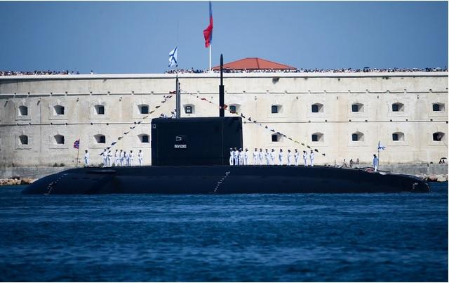 """Tàu ngầm """"siêu yên tĩnh"""" của Nga khiến Anh """"đứng ngồi không yên"""" - Ảnh 1"""
