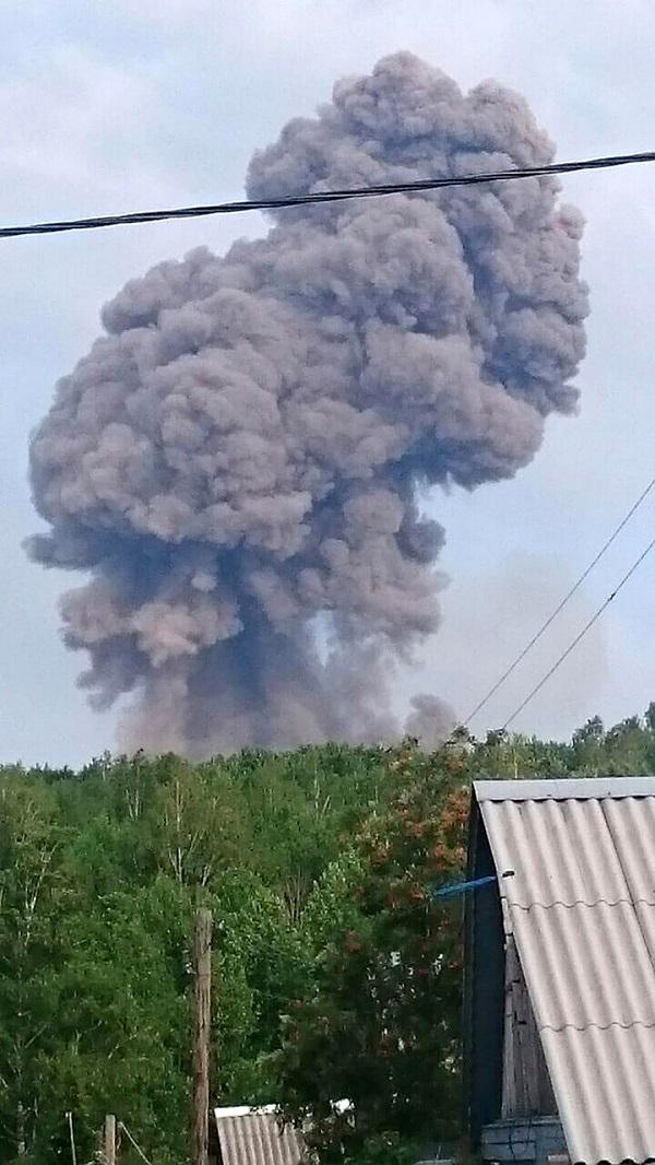 Cận cảnh vụ nổ kho đạn pháo lớn của Nga, ít nhất 8 người thương vong - Ảnh 2