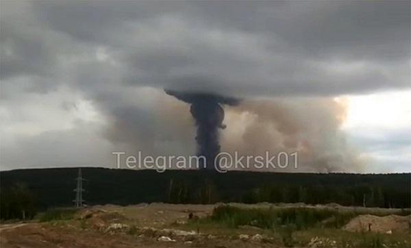 Cận cảnh vụ nổ kho đạn pháo lớn của Nga, ít nhất 8 người thương vong - Ảnh 4