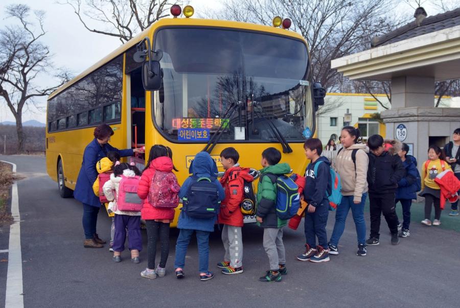 [E] Các quy định về xe đưa đón học sinh trên thế giới: Phương tiện ưu tiên quốc gia  - Ảnh 6