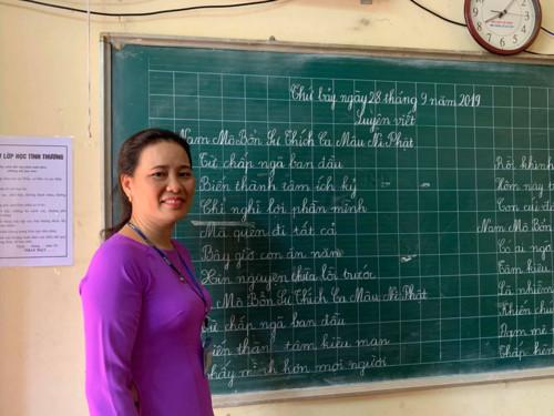 Cảm động cô giáo 12 năm lặng lẽ dạy học miễn phí cho trẻ kém may mắn - Ảnh 2