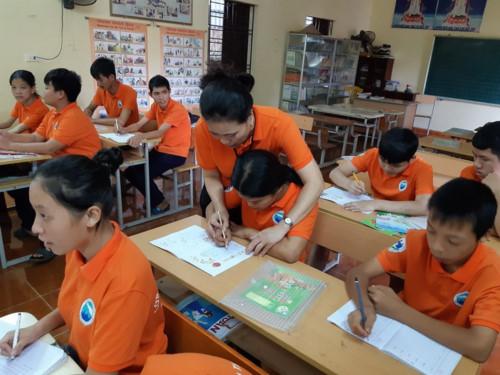 Cảm động cô giáo 12 năm lặng lẽ dạy học miễn phí cho trẻ kém may mắn - Ảnh 1