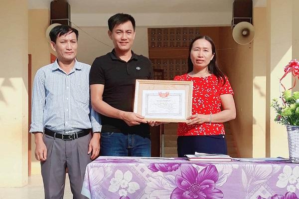 Nghệ An: Cảm phục hai thầy giáo lao xuống suối cứu sinh viên đuối nước - Ảnh 1