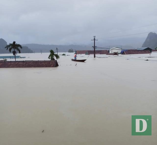 Quảng Bình: Xót xa cảnh lũ dâng cao, hàng nghìn ngôi nhà chìm trong biển nước - Ảnh 5