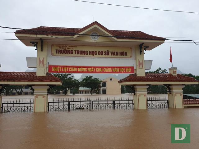 Quảng Bình: Xót xa cảnh lũ dâng cao, hàng nghìn ngôi nhà chìm trong biển nước - Ảnh 7