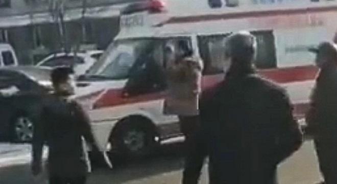 Cảnh sát Trung Quốc tiêu diệt nghi phạm bắt giữ ba con tin, dọa bắn và kích hoạt thiết bị nổ - Ảnh 1