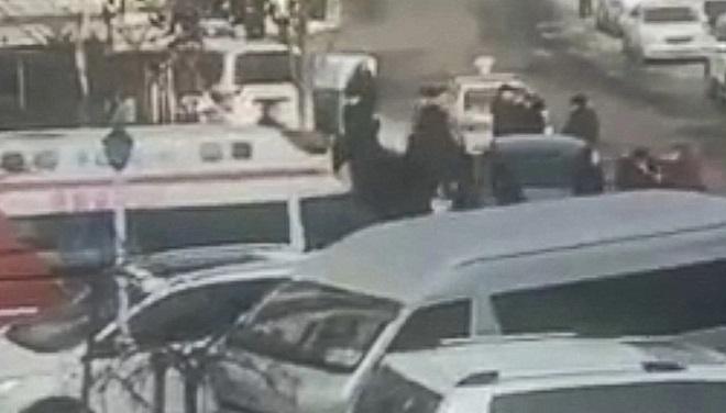 Cảnh sát Trung Quốc tiêu diệt nghi phạm bắt giữ ba con tin, dọa bắn và kích hoạt thiết bị nổ - Ảnh 2