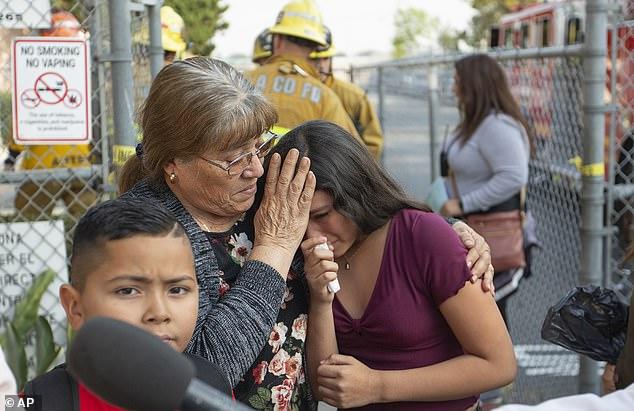 Hạ cánh khẩn cấp, máy bay xả xăng xuống trường học khiến hàng chục trẻ em bị thương - Ảnh 1