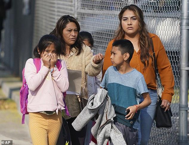 Hạ cánh khẩn cấp, máy bay xả xăng xuống trường học khiến hàng chục trẻ em bị thương - Ảnh 2