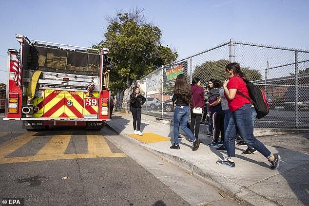 Hạ cánh khẩn cấp, máy bay xả xăng xuống trường học khiến hàng chục trẻ em bị thương - Ảnh 6