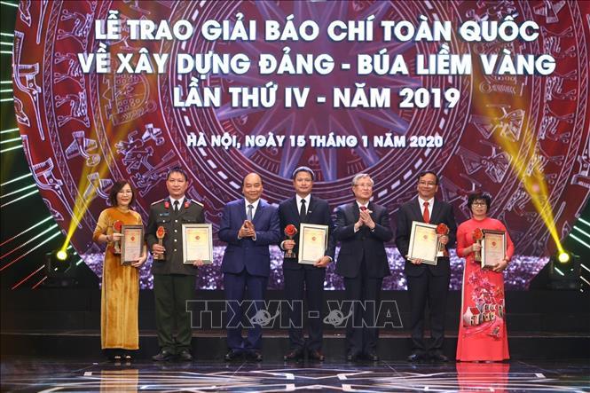Thủ tướng dự Lễ công bố và trao Giải Búa liềm vàng lần thứ IV - Ảnh 2