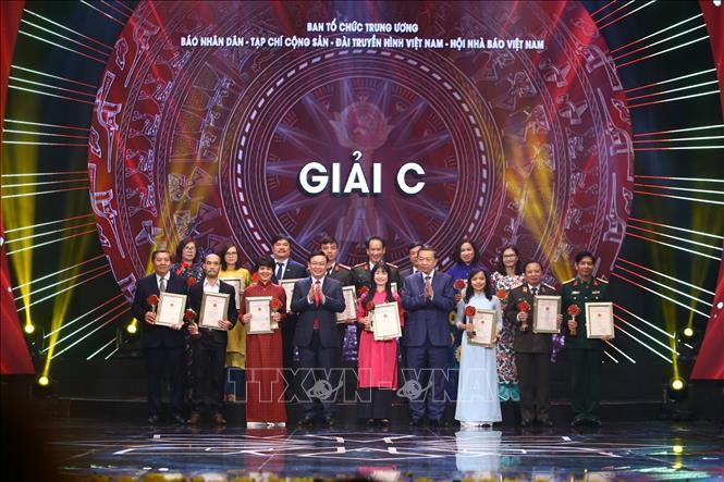 Thủ tướng dự Lễ công bố và trao Giải Búa liềm vàng lần thứ IV - Ảnh 3