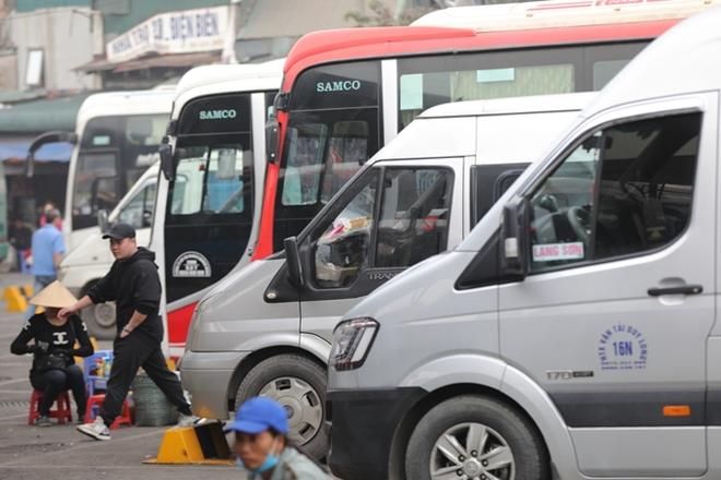Khung cảnh vắng vẻ lạ thường tại các bến xe khách Hà Nội những ngày giáp Tết  - Ảnh 3