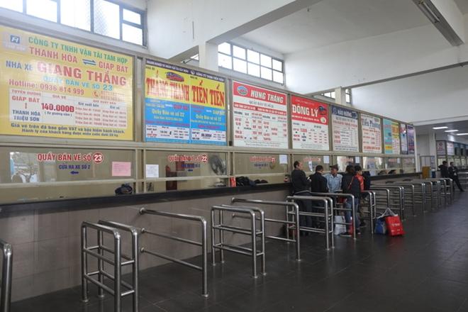 Khung cảnh vắng vẻ lạ thường tại các bến xe khách Hà Nội những ngày giáp Tết  - Ảnh 5