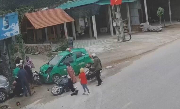 Vụ taxi lao vào đoàn người đi chúc Tết: Xác định nguyên nhân ban đầu và tình hình nạn nhân - Ảnh 1