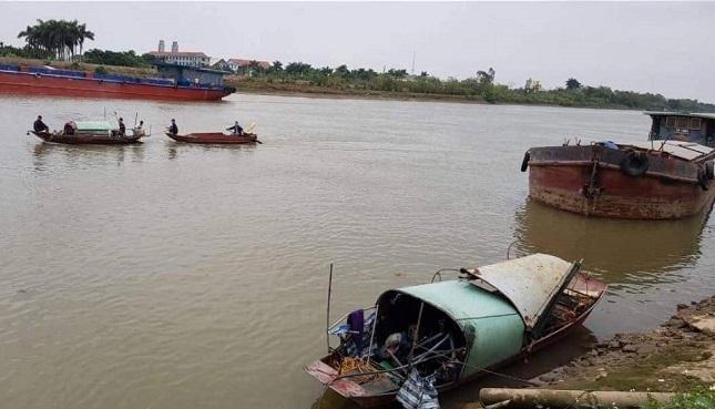 Thái Bình: Lật thuyền đánh cá trên sông Trà Lý, chồng tử vong, vợ mất tích - Ảnh 1