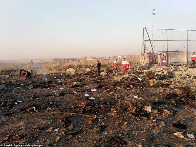 Hiện trường thảm khốc vụ rơi máy bay khiến 170 thiệt mạng tại Iran - Ảnh 9