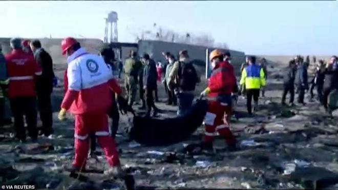 Hiện trường thảm khốc vụ rơi máy bay khiến 170 thiệt mạng tại Iran - Ảnh 2