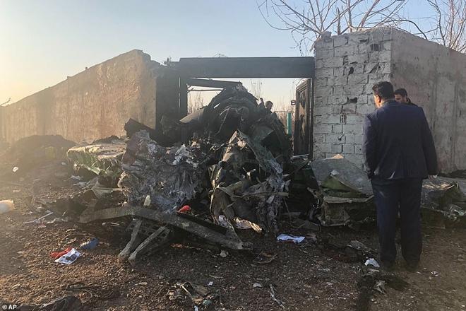 Hiện trường thảm khốc vụ rơi máy bay khiến 170 thiệt mạng tại Iran - Ảnh 3