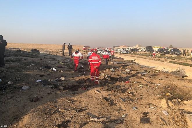 Hiện trường thảm khốc vụ rơi máy bay khiến 170 thiệt mạng tại Iran - Ảnh 6