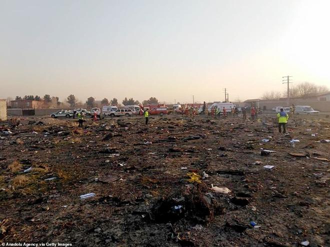 Hiện trường thảm khốc vụ rơi máy bay khiến 170 thiệt mạng tại Iran - Ảnh 8