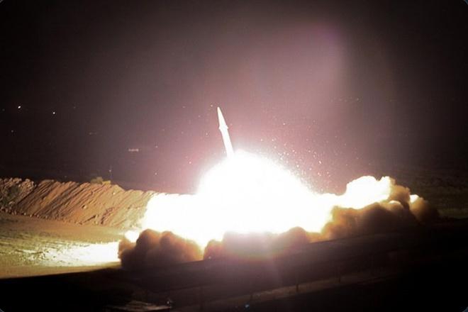 Căng thẳng leo thang, Iran nã hàng loạt tên lửa xuống căn cứ Mỹ tại Iraq  - Ảnh 1