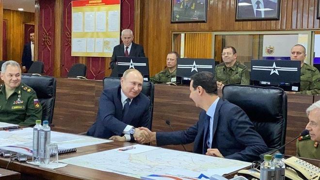 """Tin tức quân sự mới nóng nhất ngày 8/1: Tổng thống Putin bất ngờ xuất hiện tại Syria giữa lúc Trung Đông """"rực lửa"""" - Ảnh 1"""