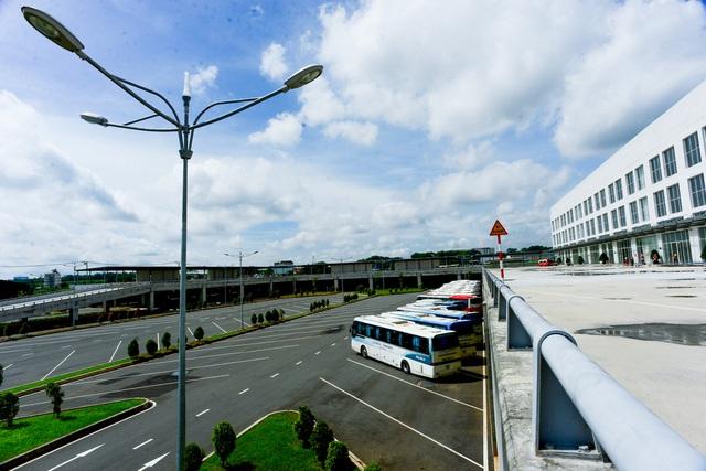Cận cảnh bến xe lớn nhất cả nước mới đi vào hoạt động tại TP.HCM - Ảnh 3