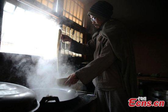 Chân dung triệu phú Trung Quốc bỏ lại gia sản khổng lồ lên núi đi tu, bị gia đình từ mặt - Ảnh 4.