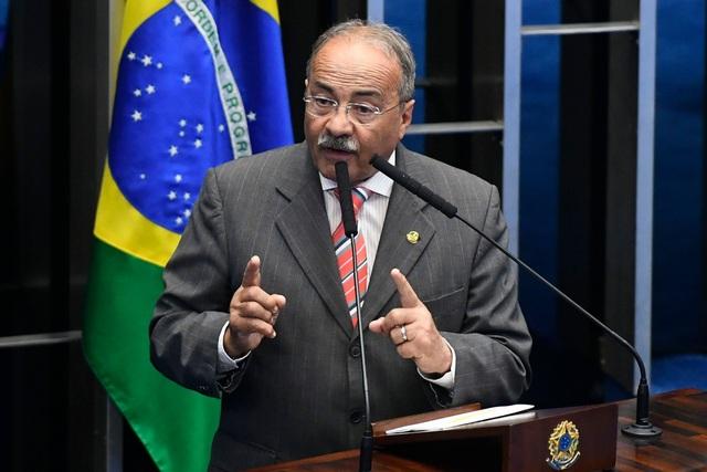 Nghị sĩ Brazil từ chức vì cáo buộc giấu tiền tham nhũng trong quần lót - Ảnh 1
