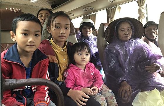 Mưa lũ phức tạp, hơn 200.000 học sinh Hà Tĩnh nghỉ học - Ảnh 1