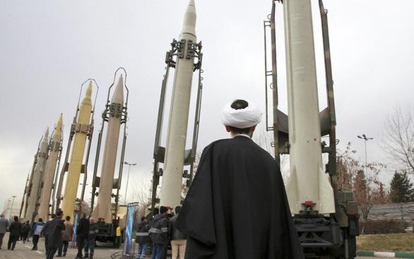 Iran tuyên bố lệnh cấm vận vũ khí của Liên Hiệp Quốc được gỡ bỏ - Ảnh 1